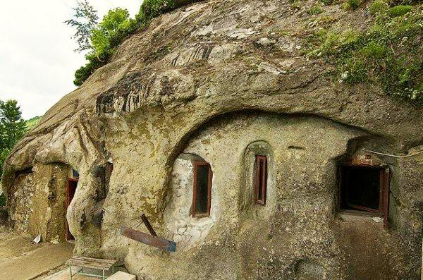 Manastirea-Cetatuia-Negru-Voda-20110221172708
